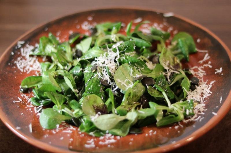 Feldsalat mit Kürbisöl-Dressing