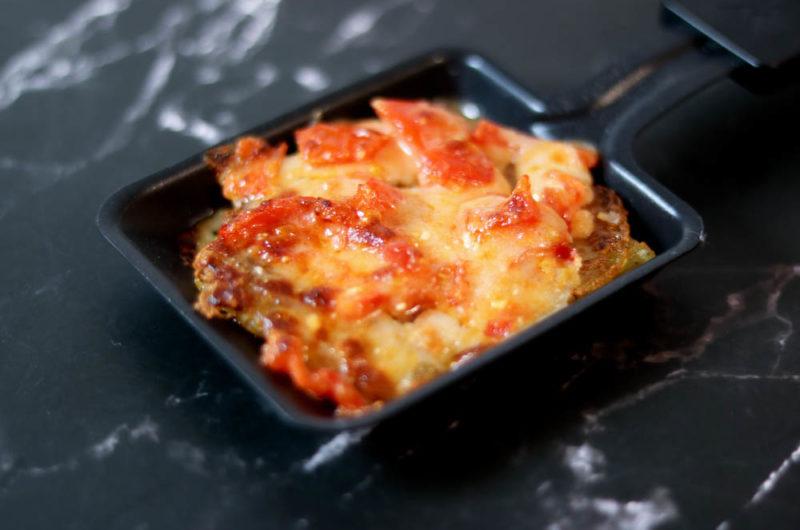 Raclette: Kartoffel-Rösti mit Tomaten-Parmesan Topping