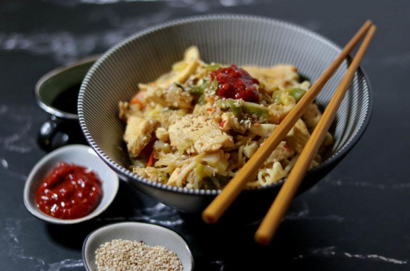 Asia Wok mit Sesam-Hähnchen