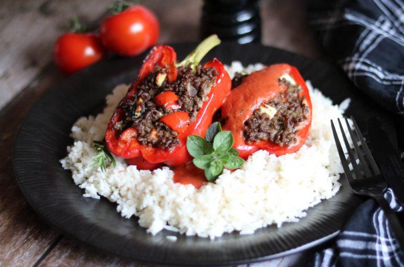 Gefüllte Paprika auf Kokos-Reis